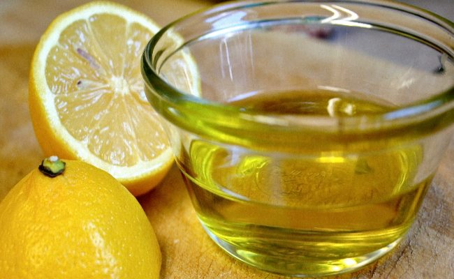Lemon juice and honey for acne
