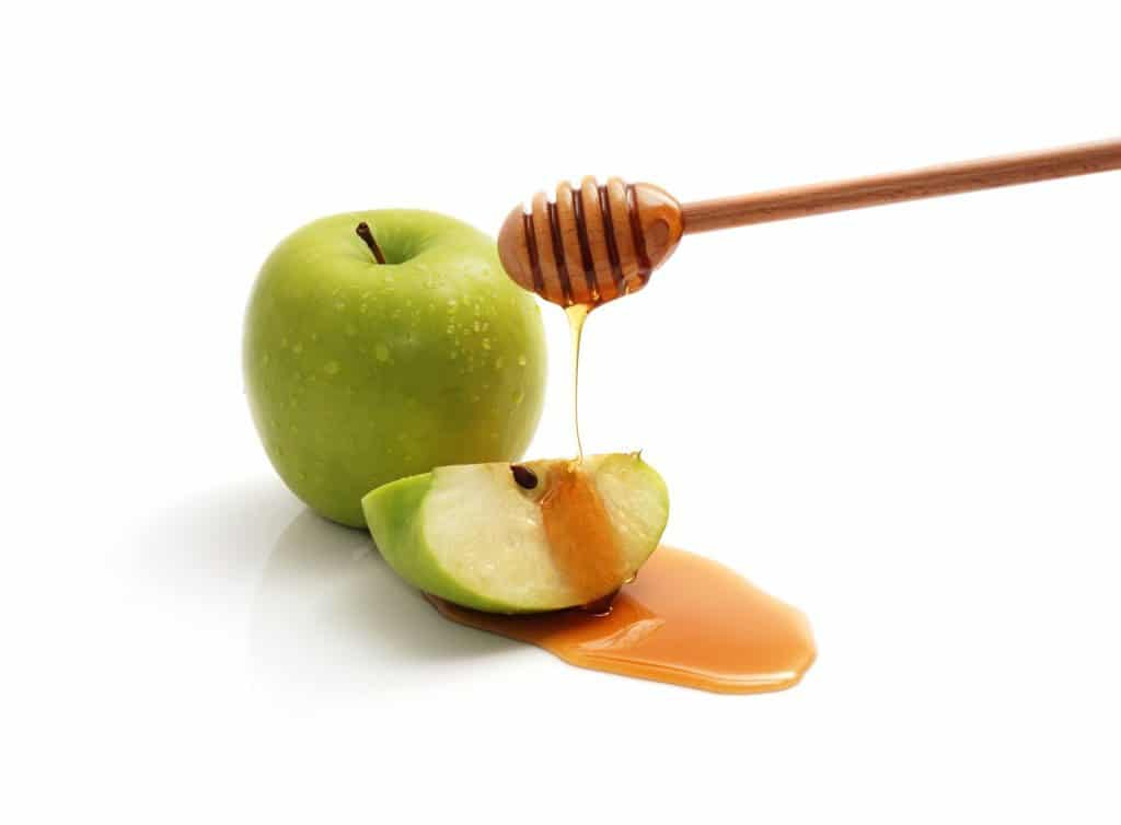 Apple mixed with honey for pimples in nose